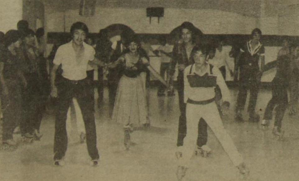 Jóvenes en El Resbalón, una pista que se inauguró el 19 de diciembre de 1980 y que estaba en el Centro Comercial Montserrat. Foto Prensa Libre: Hemeroteca PL
