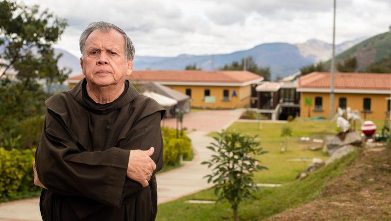 Fray Guillermo en el Hogar Virgen del Socorro, anexo de las Obras Sociales del Santo Hermano Pedro, las cuales ayudó a fundar. Foto Prensa Libre: Juan Diego González.