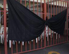 Ayer los Bomberos Voluntarios realizaron varias actividades para rendir homenaje al Mayor Juárez, mientras las autoridades buscaban al principal sospechoso. (Foto Prensa Libre: María Longo)