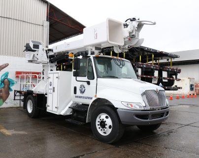 Nueva maquinaria fue presentada por autoridades portuarias quienes indican que la baja en las utilidades se debe a las nuevas adquisiciones. (Foto Prensa Libre: César Hernández)