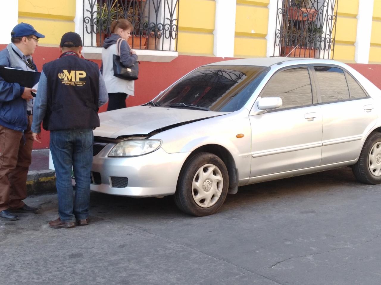 Investigadores del MP llegaron al lugar donde ocurrió el robo para recabar evidencias. (Foto Prensa Libre: cortesía)