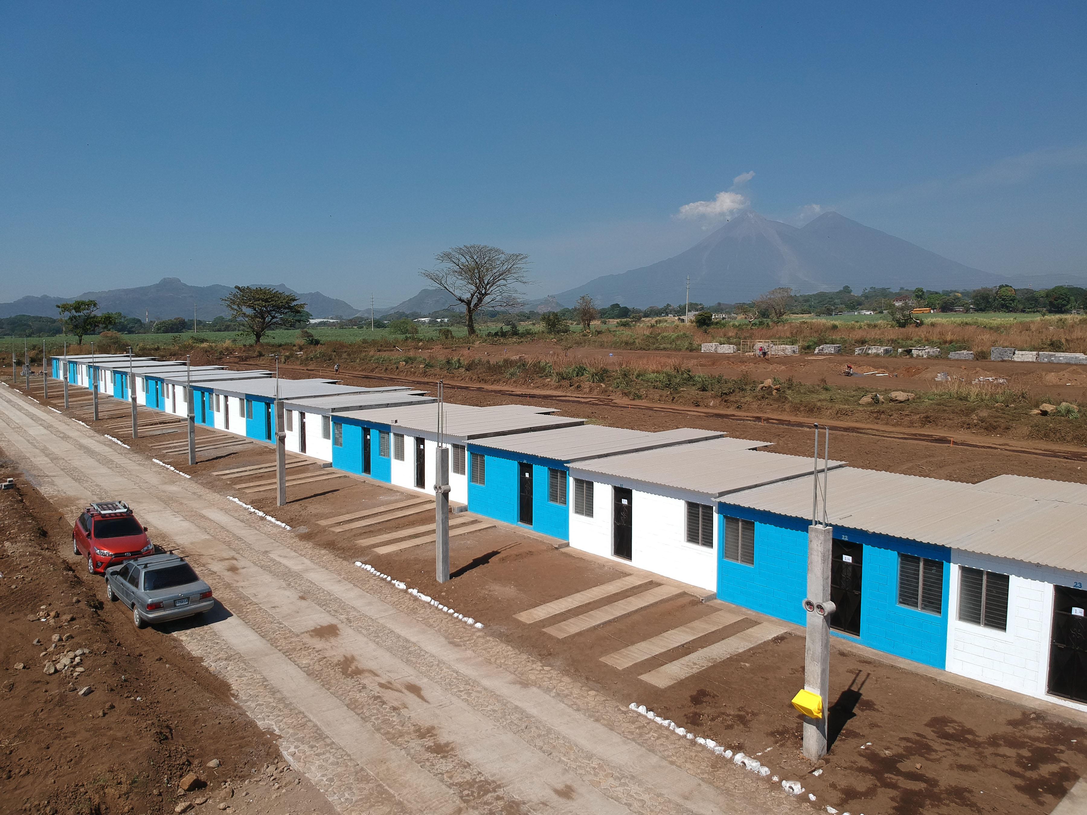 Área donde fueron construidas las viviendas para los damnificados por el Volcán de Fuego. (Foto Prensa Libre: Enrique Paredes).