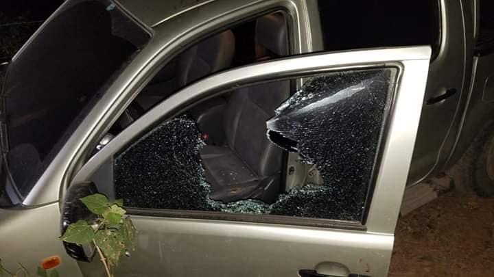El vehículo presentaba varias perforaciones de bala. (Foto Prensa Libre: Mario Morales)