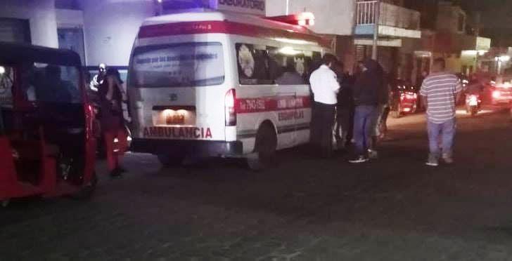 Los Bomberos Voluntarios trasladaron a Ángel Tzun Ajiataz a un hospital privado, donde falleció.  (Foto Prensa Libre: Mario Morales)