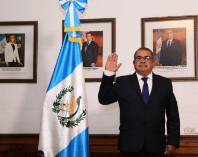 Mario Alfonso Villafuerte al momento de ser juramentado como gobernador de Chiquimula. (Foto Prensa Libre: Mario Morales).