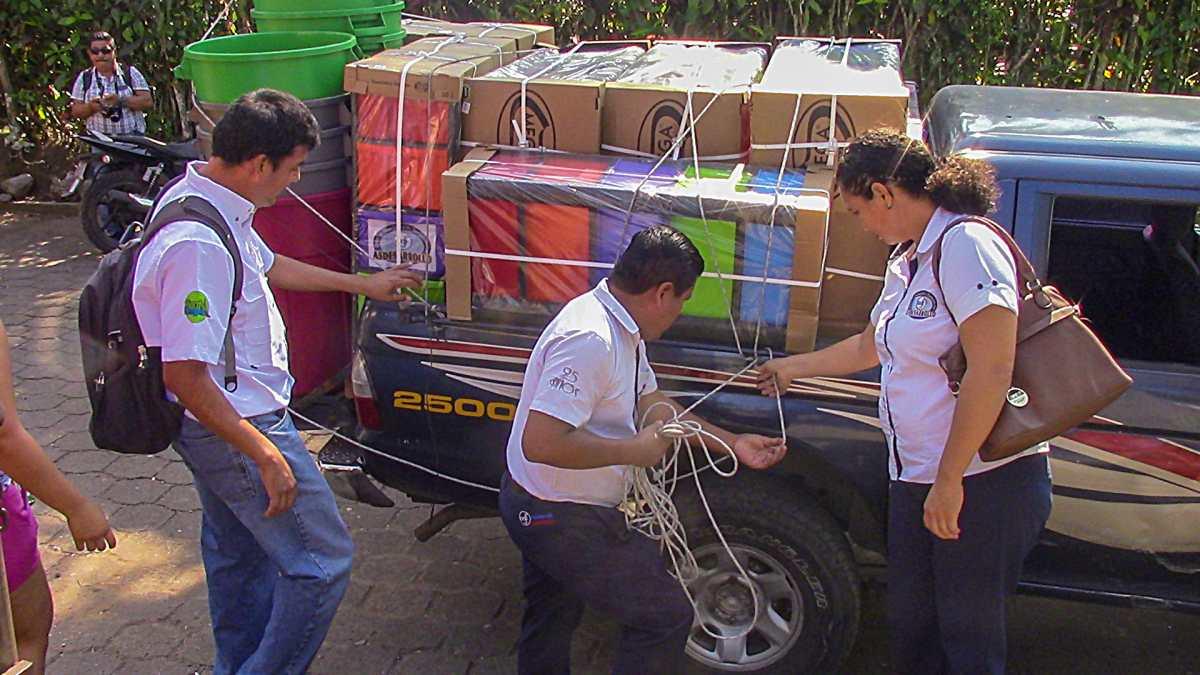Esta donación recibieron estudiantes por mantener limpia su escuela