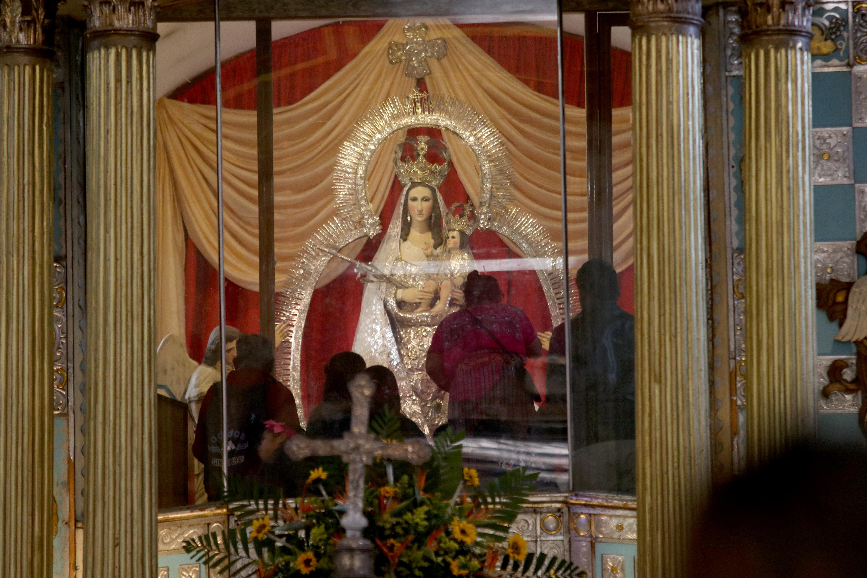 Católicos veneran a la Virgen de Candelaria en Chiantla, Huehuetenango. (Foto Prensa Libre: Mike Castillo).