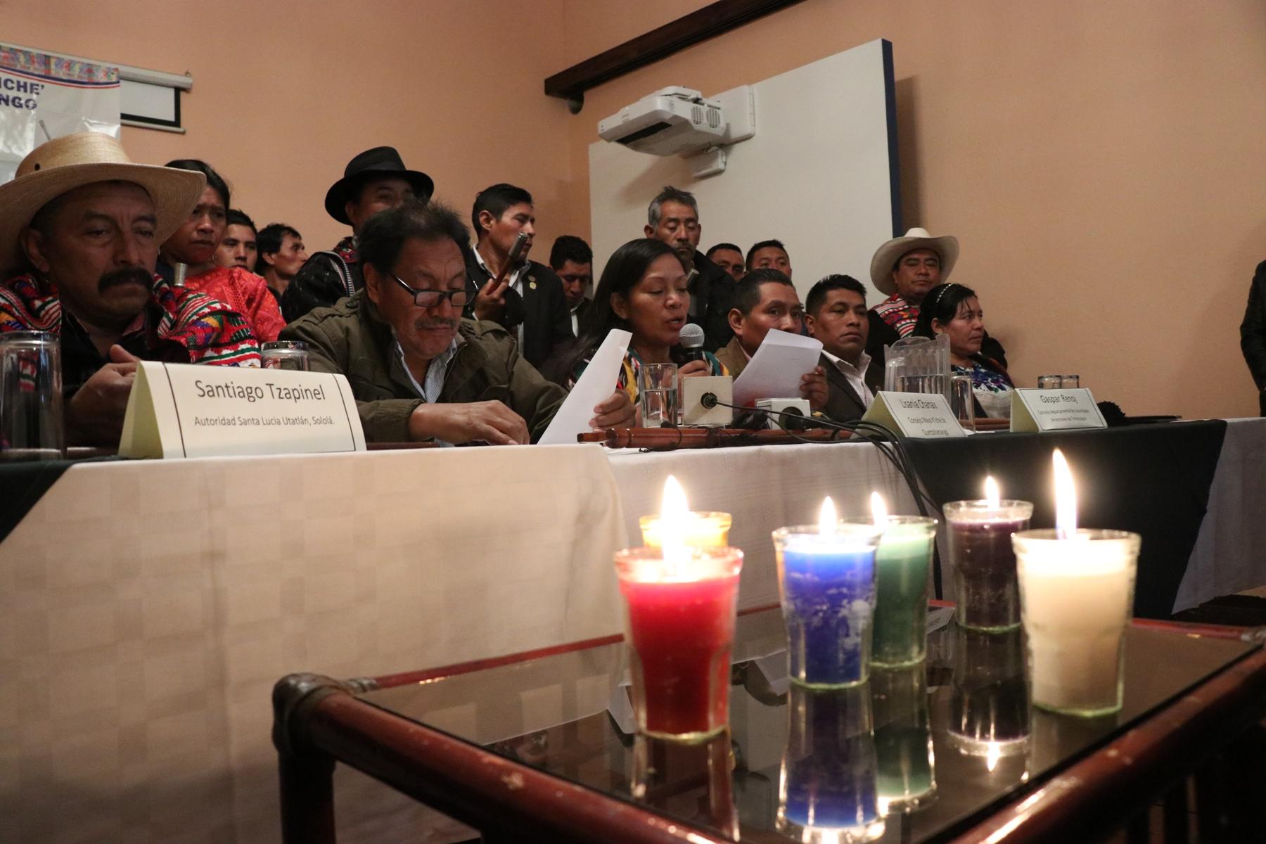 Autoridades ancestrales advierten a candidatos sobre las disposiciones en sus comunidades. (Foto Prensa Libre: María Longo)