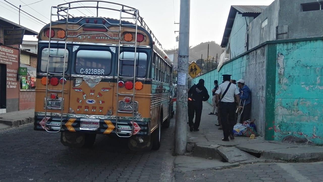 Bus que fue asaltado en ruta de Santa Cruz del Quiché y Chichicastenango. (Foto Prensa Libre: Héctor Cordero).