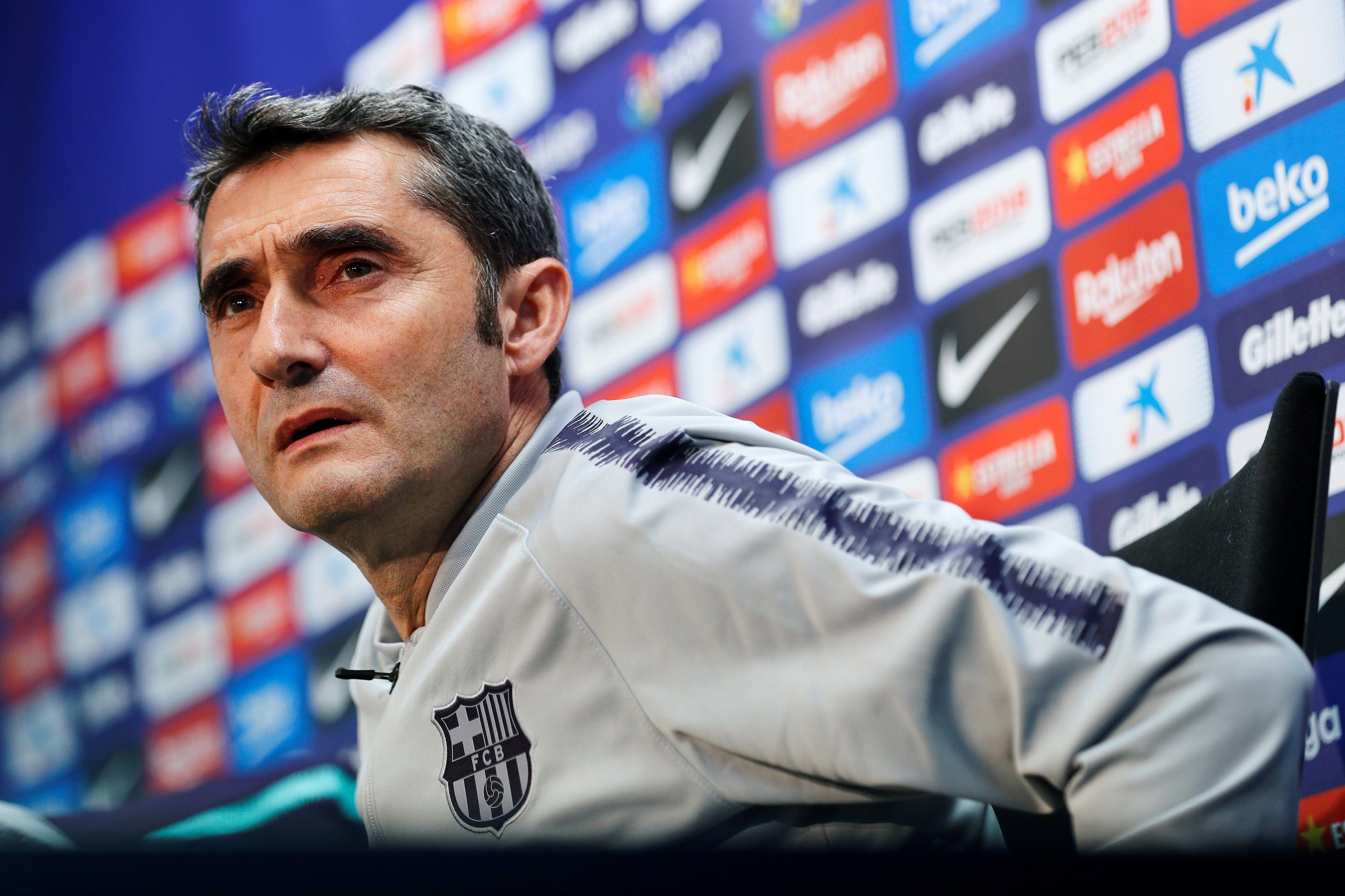 El entrenador del FC Barcelona, Ernesto Valverde durante la rueda de prensa que ha ofrecido esta tarde en la ciudad deportiva Joan Gamper. (Foto Prensa Libre: EFE)