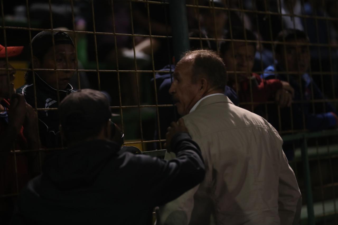 El entrenador Rafael Loredo asegura que no renunciará del Deportivo Petapa. (Foto Prensa Libre: Edwin Fajardo)