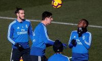 GRAF5420. Madrid (Spain), 26/01/2019.- Real Madrid's Welsh forward Gareth Bale (L), Belgian goalie Thibaut Courtois (C) and Brazilian forward Vinicius jr. (R) attend the team's training session in Valdebebas sports city in Madrid, Spain, 26 January 2019. Real Madrid faces RCD Espanyol 27 January 2019 in a Primera Division Liga match. (Brasil, España) EFE/EPA/Rodrigo Jimenez