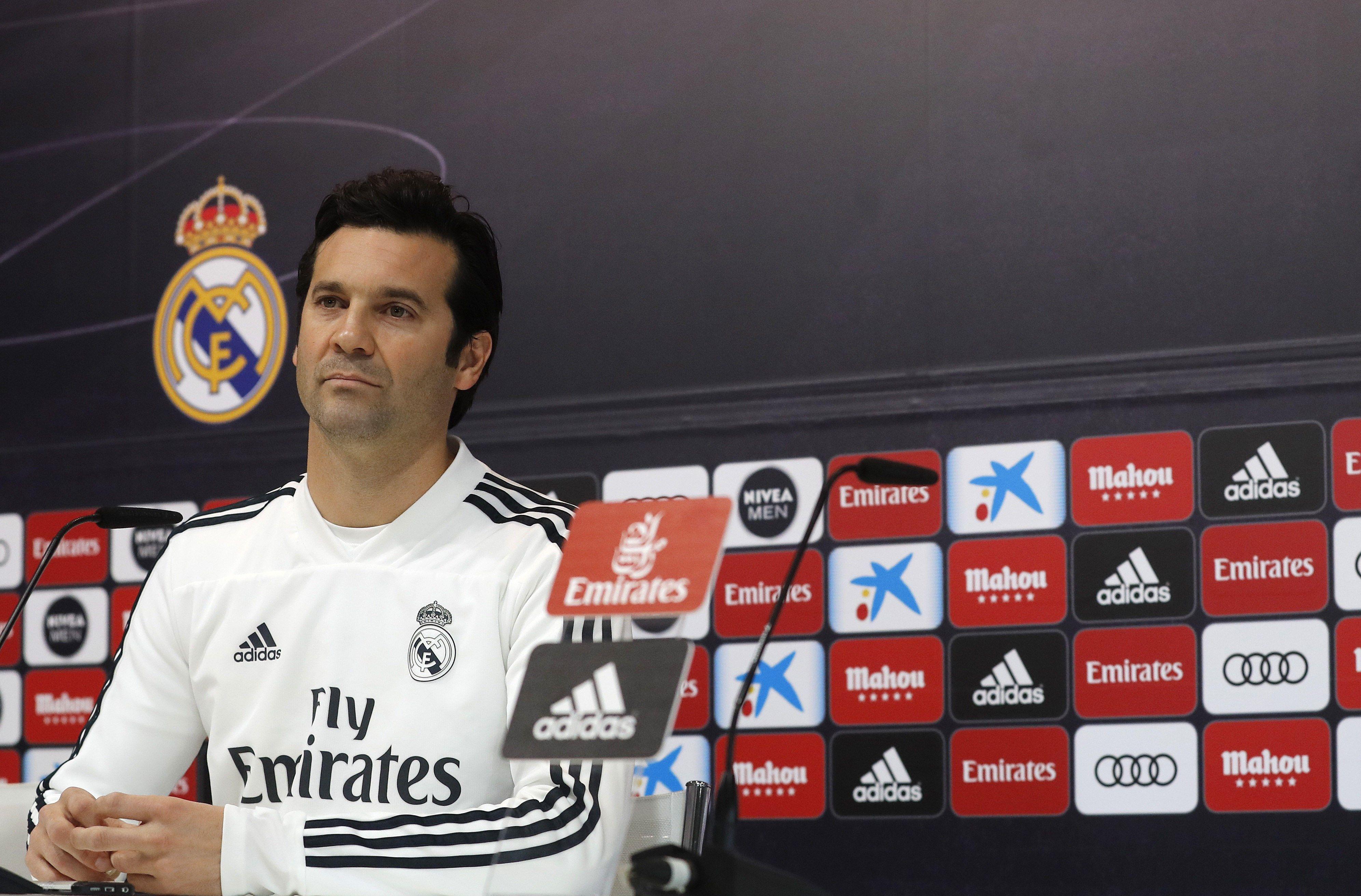El técnico del Real Madrid Santiago Solari, durante la rueda de prensa posterior al entrenamiento del equipo este miércoles en Valdebebas para preparar el partido de cuartos de final de la Copa del Rey que disputan mañana frente al Girona en el Municipal de Montilivi. (Foto Prensa Libre: EFE)