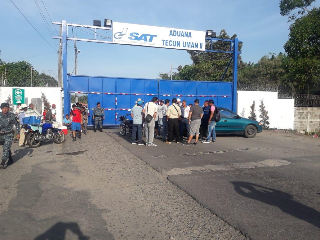 La aduana Tecún Umán II en San Marcos, no atendió a usuarios por casi ocho horas por una protesta afuera del recinto. (Foto Prensa Libre:  Intendencia de Aduanas)