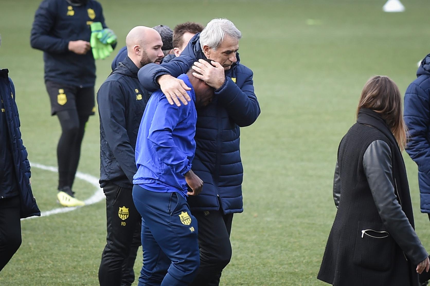 La tristeza invadió el entrenamiento del Nantes. (Foto Prensa Libre: AFP)