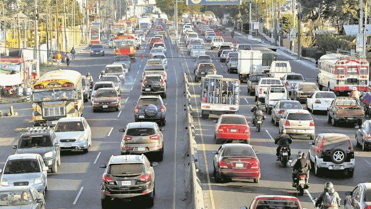 Según autoridades, el lunes próximo aumentará el tránsito en la metrópoli. (Foto Prensa Libre: Hemeroteca PL).
