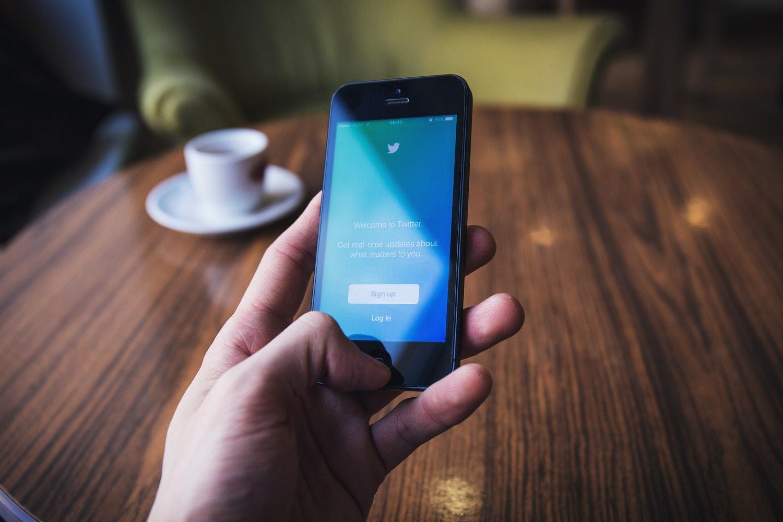 Si usted revisa sus redes sociales al inicio del día, esta nueva función le asegura que no se perderá de nada importante. (Foto Prensa Libre: Servicios)