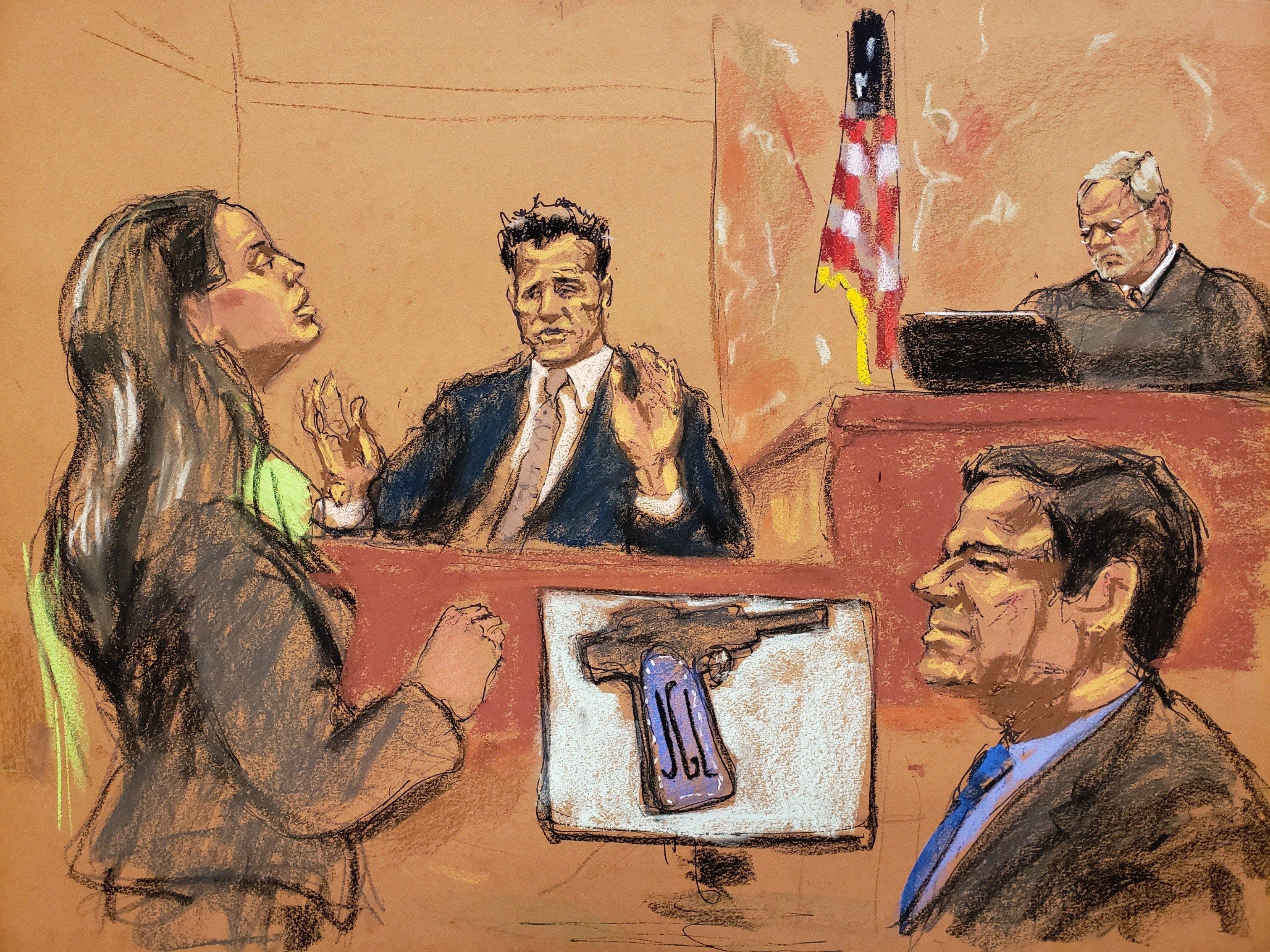 """MIA55. NUEVA YORK (NY, EEUU), 17/01/2019.- Reproducción fotográfica de un dibujo realizado por la artista Jane Rosenberg donde aparece la asistente del Fiscal de Estados Unidos, Andrea Goldbarg (i), mientras pregunta al agente de la DEA Víctor Vázquez (2i), frente al juez de la corte federal de Brooklyn Brian Cogan (arriba), y el narcotraficante mexicano Joaquín """"El Chapo"""" Guzmán (d) hoy en el tribunal del Distrito Sur en Brooklyn, Nueva York (EE.UU.). Un agente de la DEA explicó hoy cómo fue la operación para detener a Joaquín """"El Chapo"""" Guzmán en febrero de 2014, cuando el narco fue capturado por un equipo de 24 marines mexicanos en un hotel de Mazatlán. EFE/Jane Rosenberg"""