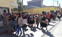 Vendedores de La Terminal manifiestan para apoyar al presidente Morales. (Foto Prensa Libre: Sucely Contreras)