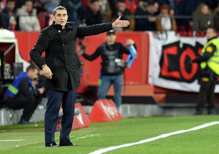 El entrenador del Barcelona Ernesto Valverde asegura que su equipo necesita rotaciones. (Foto Prensa Libre: AFP)