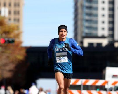 Mario Pacay completó los 21 kilómetros con un tiempo de una hora, tres minutos y 49 segundos. (Foto Prensa Libre: Francisco Sánchez)