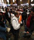Los candidatos que buscan una de las 2,500 plazas en el Festival del Empleo de AmCham pasarán a formar parte de una base de datos para oportunidades futuras. (Foto Prensa Libre: Carlos Hernández)