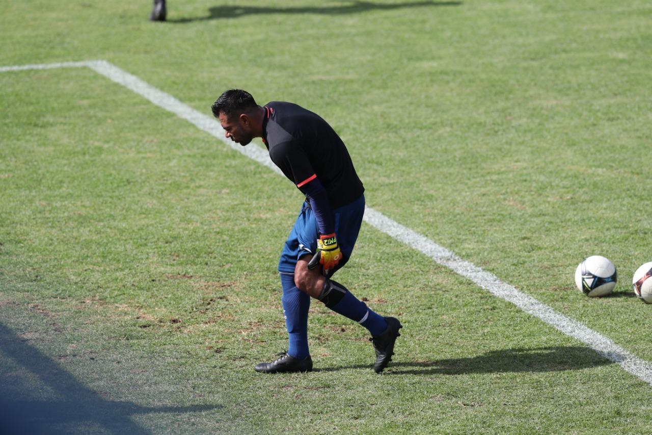 Paulo César Motta se lesionó en el calentamiento previo al partido entre Municipal y Antigua GFC. (Foto Prensa Libre: Carlos Vicente)