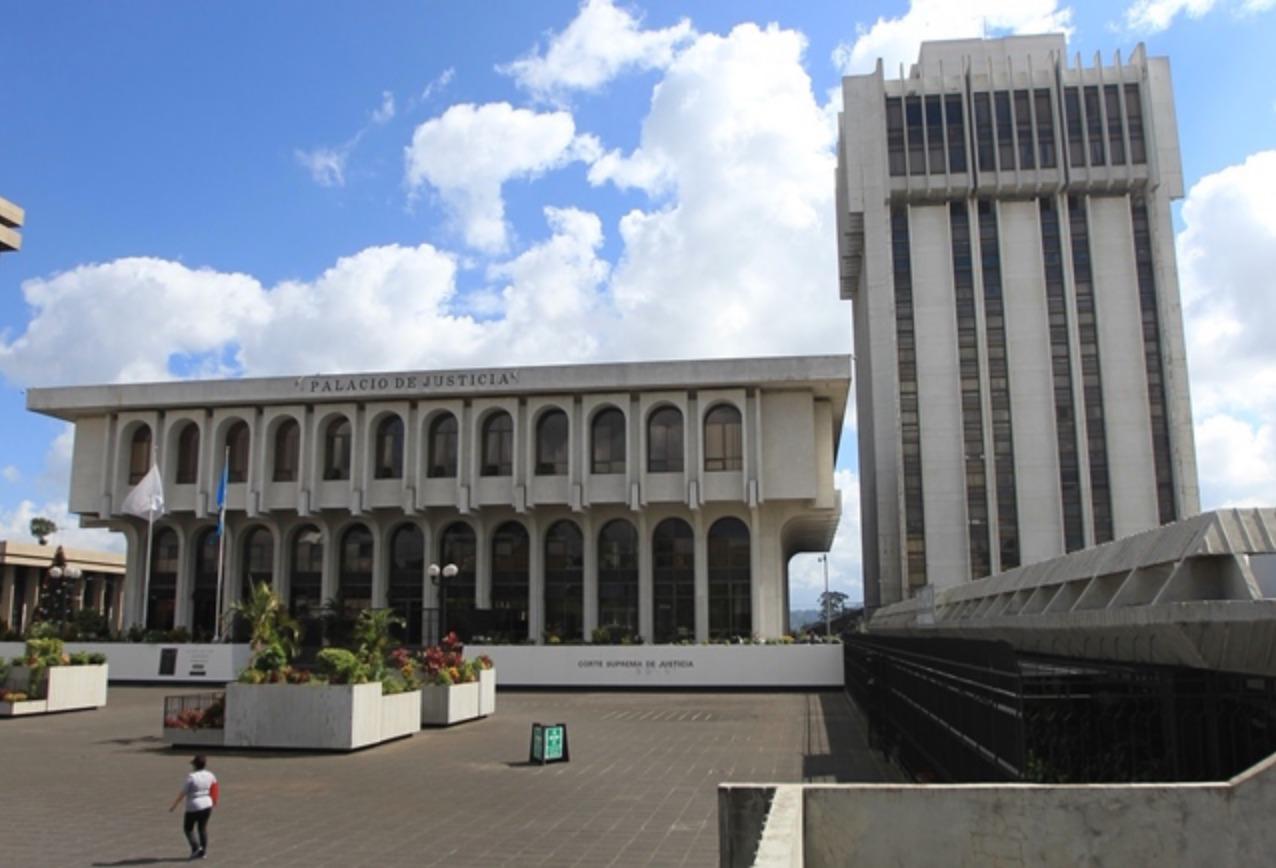 Edificio de la Corte Suprema de Justicia y Torre de Tribunales. (Foto Prensa Libre:  Hemeroteca PL)