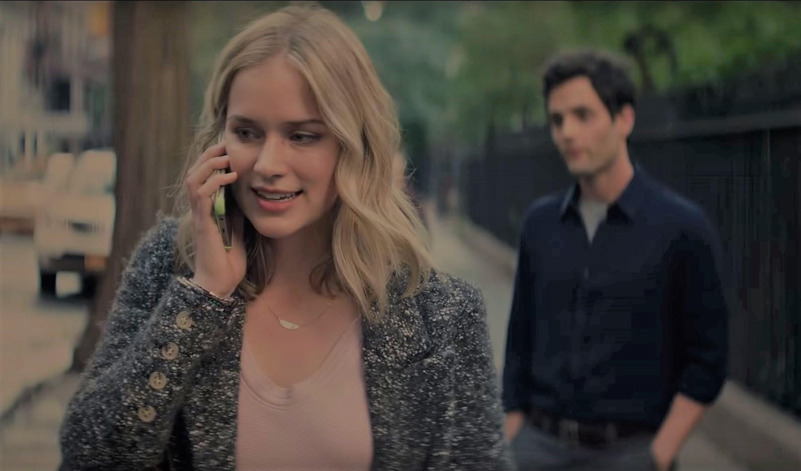 """""""You"""" es una serie transmitida por Netflix que narra la historia de un hombre que usa las redes sociales para invadir la privacidad de una mujer y manipularla. (Foto Prensa Libre: YouTube)"""