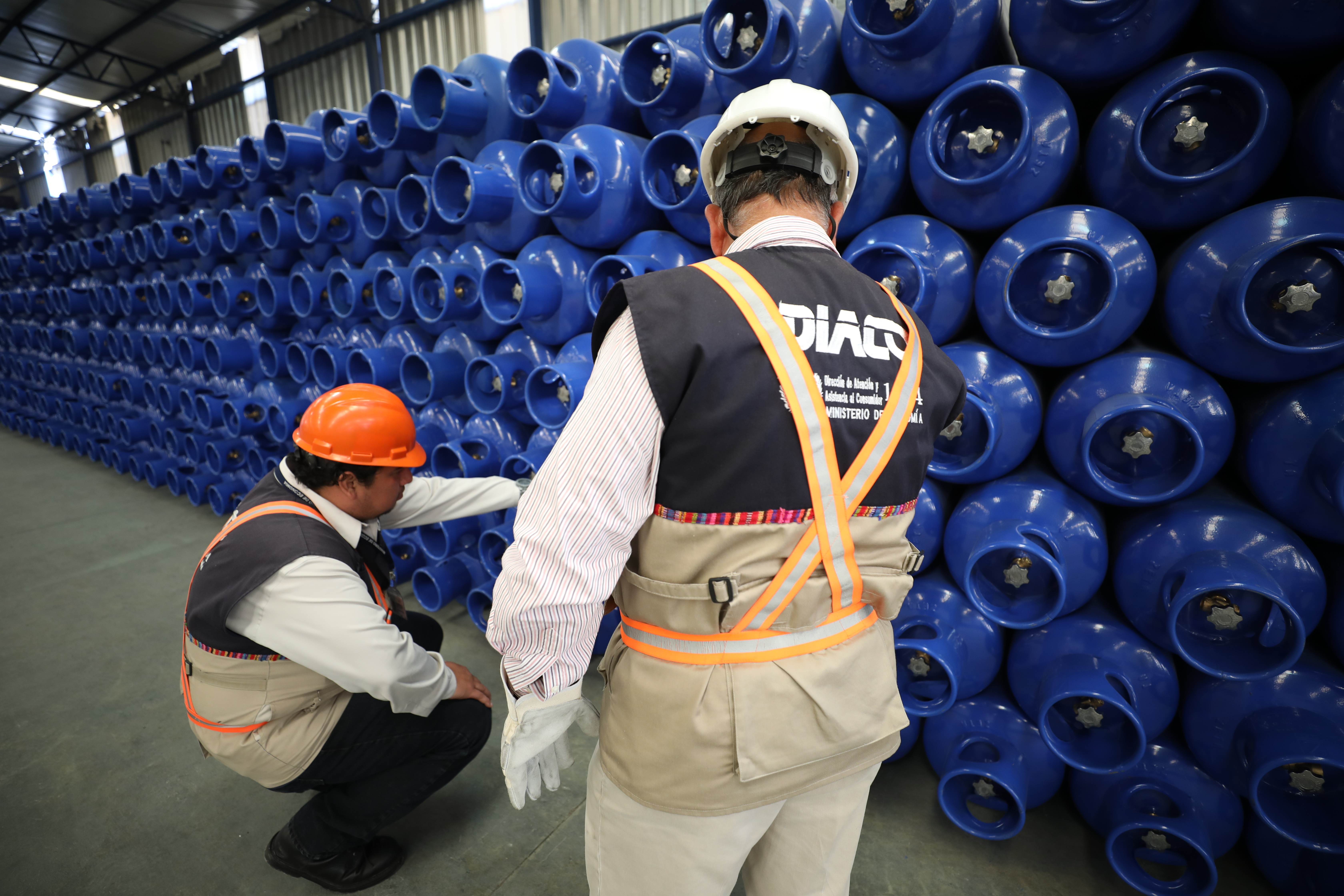 La Defensoría del Consumidor y Usuario de la PDH, confirmó que la libra de gas propano disminuyó este martes. (Foto Prensa Libre: Cortesía Mineco)