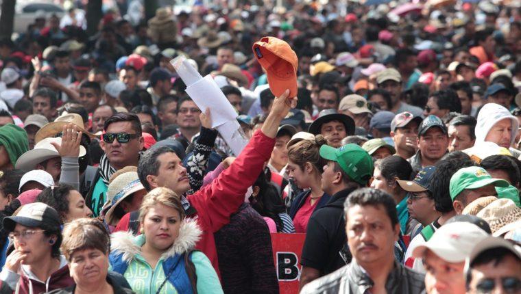 Maestros demostraron su fuerza al recién instalado Gobierno y Congreso en una manifestación a finales de enero de 2016. (Foto Prensa Libre: Hemeroteca PL)