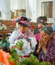 Feligreses veneran imagen de Reyes Magos, en Rabinal, Baja Verapaz. (Foto Prensa Libre: Carlos Grave).