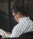 Roxana Baldetti se sumerge en la lectura mientras se desarrolla el juicio por el caso Agua Mágica. (Foto Prensa Libre: Hemeroteca PL)