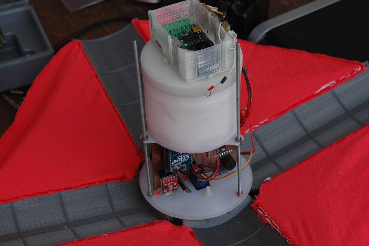 El CanSat Pléyades UVG, construido por estudiantes de Ingeniería de la UVG y que participó en el 2013 en la Competencia Anual de CanSats, en Texas, EE. UU., ocupó la posición 14 de 25 equipos participantes de varios países. (Foto Prensa Libre: Equipo Proyecto CubeSat).