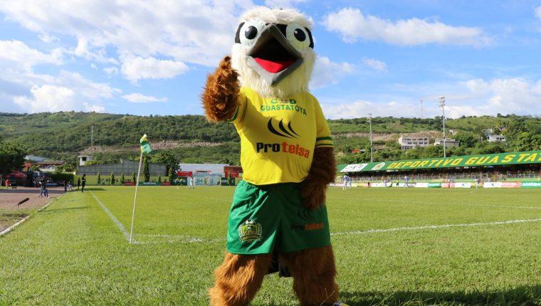 """El """"ave pecho amarillo"""" es la nueva mascota del ahora líder, Deportivo Guastatoya. (Foto Prensa Libre: Hugo Oliva)"""
