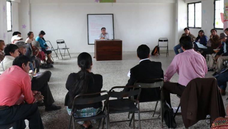 Representantes de la Asamblea Departamental Multisectorial K´iche convocan a una manifestación para pedir la renuncia del presidente Jimmy Morales y diputados de Quiché. (Foto Prensa Libre: Héctor Cordero)