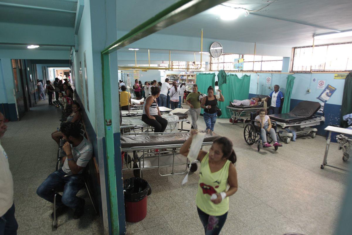 Ya hay antecedentes de reos que escaparon durante visita médica en el Hospital de Amatitlán. (Foto Prensa Libre: Carlos Hernández)