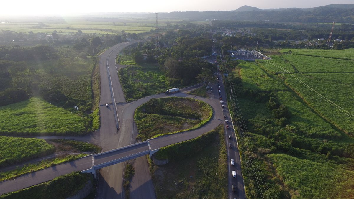 La Dirección General de Caminos buscará que la empresa brasileña firme una acta de desistimiento de acciones contra el Estado por prescindir el contrato. (Foto Prensa Libre: Hemeroteca PL)