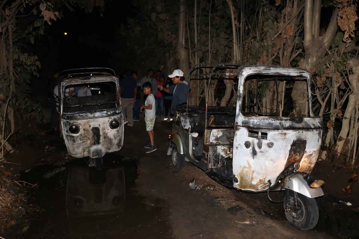Presuntos extorsionistas queman dos mototaxis en Jocotenango