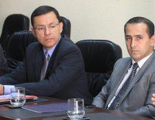 Juan Pelayo Castañón -izquierda- y Luis Alfonso Chang, que asume la cartera de Energía y Minas.(Foto Prensa Libre: Hemeroteca PL)