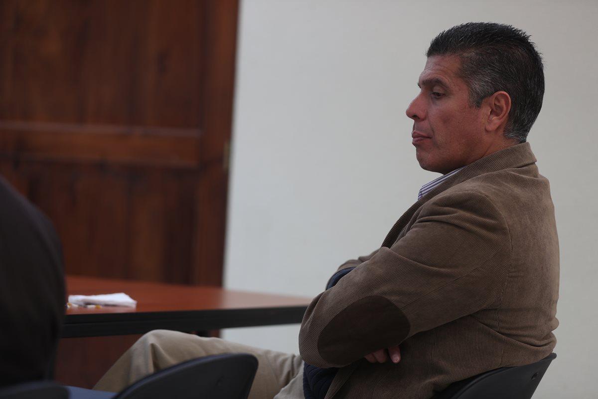 """Sentencian a René Villavicencio a dos años y ocho meses de prisión; vendió información a """"Mito"""" Barrientos"""