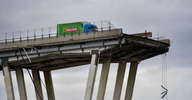 Diariamente el puente estaba sometido a un alto nivel de tráfico de autos y de vehículos de transporte de carga. (Foto Getty Images)