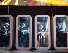 """Las """"capsulas de privacidad"""" dentro de las oficinas compartidas existen en varios países de América Latina. (Foto Prensa Libre: BBC Mundo)"""