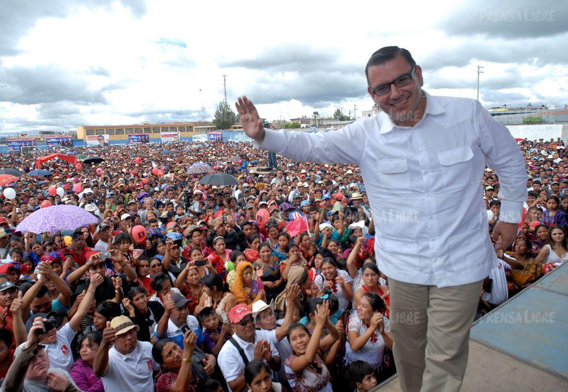 En tres lustros, el político originario de Petén ha adoptado una serie de cambios para posicionarse ante la sociedad. (Foto Prensa Libre: Hemeroteca PL)