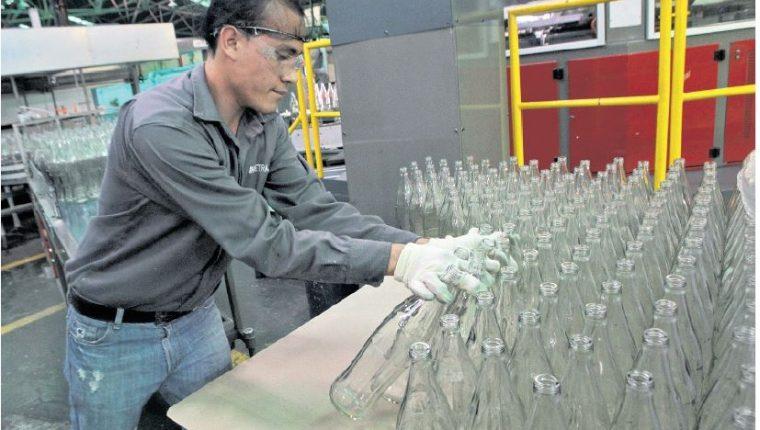 Los alimentos y bebidas, han sido el sector que más desarrollo ha generado dentro de la industria. (Foto Prensa Libre: Hemeroteca PL)