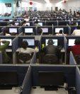 Becarán a jóvenes para trabajar en call centers.(Foto Prensa Libre: Hemeroteca)