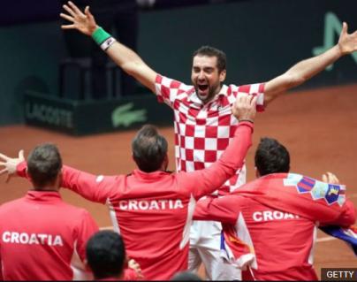 Marin Cilic celebra el triunfo definitivo de Croacia en la Copa Davis de tenis para redondear un año histórico para el deporte del pequeño país balcánico. (Foto Prensa Libre: BBC News Mundo)