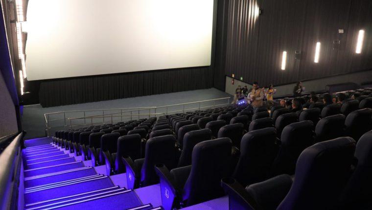 La sala más grande tiene espacio para 342 personas. En total son mil 196 butacas, en todo el complejo de cine inaugurado en Xela. (Foto Prensa Libre: Raúl Juárez)
