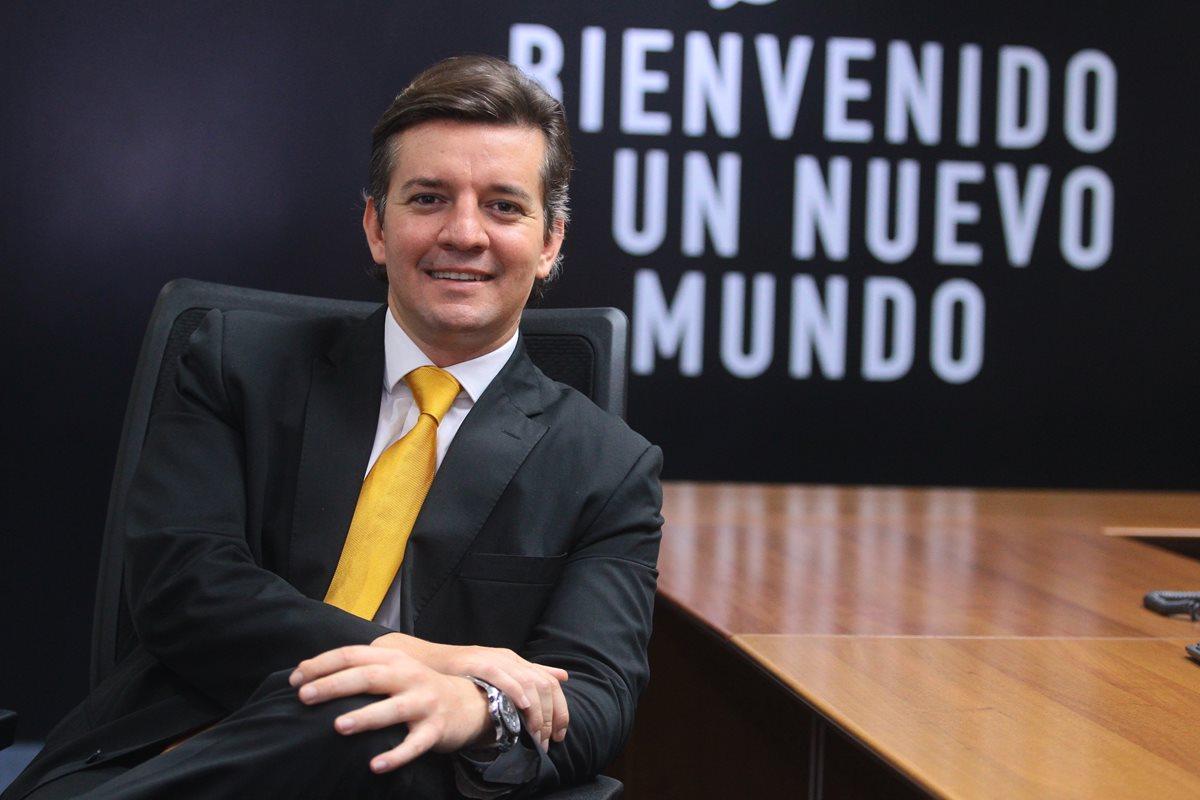 Santiago Velasco, gerente de asuntos corporativos de British American Tobacco comparte su rol de ejecutivo y su trayectoria profesional. (Foto Prensa Libre: Álvaro Interiano)