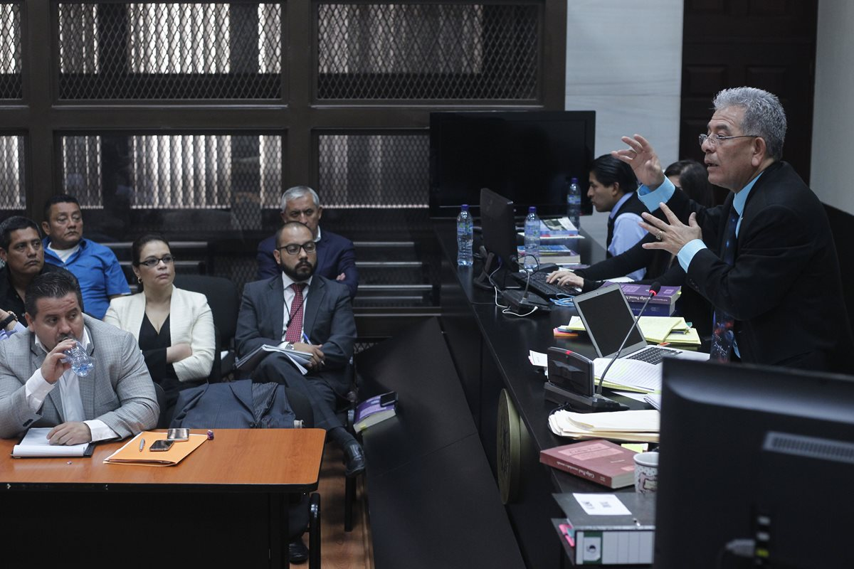 Tres meses da el juez al Ministerio Público y la Cicig para concluir la pesquisa. (Foto Prensa Libre: Paulo Raquec)